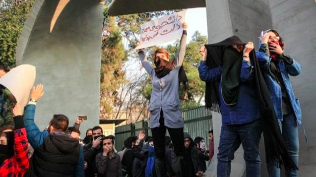 Как минимум  10-ти  человек погибли впроцессе  протестов вИране