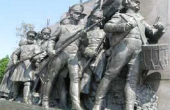 Праздник или обида на то, что русские изгнали Наполеона?