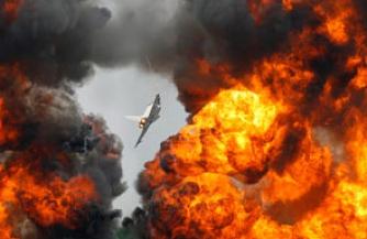 Ливию снова бомбят. Свои