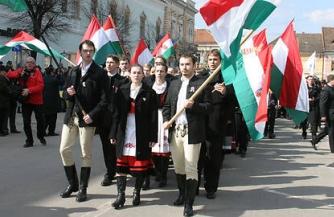 Голос венгров в лоскутах Руины