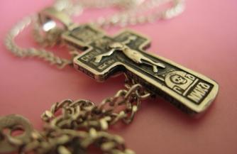 «Бацька» против креста?