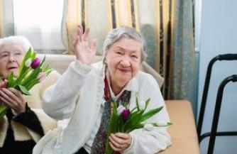 Как облегчить бытовые проблемы пожилого человека?