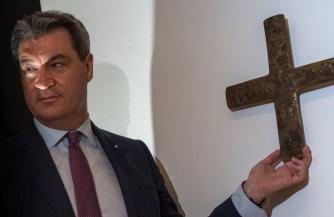 Бавария возвращает кресты