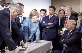 Мир комментирует фото с G7