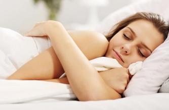 К чему снится расстилать постель: в чужом или своем доме, значение сновидения
