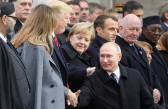 Путин похлопал Трампа по плечу