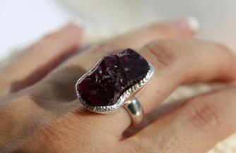 Как выбрать кольцо с натуральным камнем: что подойдет именно вам?