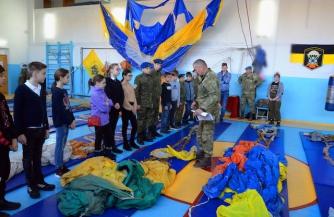 Парашюты в школе имени генерала Еромолова
