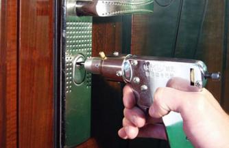 Профессиональное вскрытие металлических дверей в Москве от службы Zamok.pro