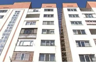 Конфликт между жильцами и чиновниками Алматы из-за накренившейся городской высотки