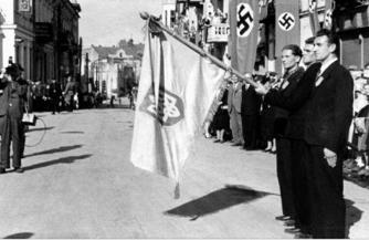 «Слуги народа» славят нацистов
