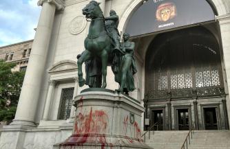 Гегемон сносит памятники былого могущества