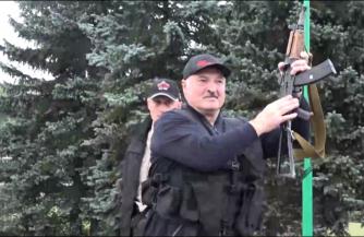 Лукашенко и автомат