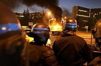 Закат Европы в свете горящих автобусов