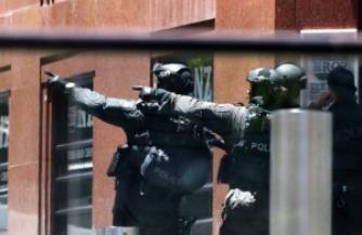 В Сиднее разворачивается драма с захватом заложников в кафе