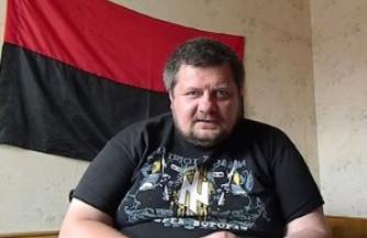 Украинские каратели пробавляются семечками с конного завода