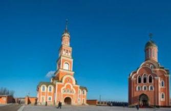Украинские оккупанты прикрываются православным храмом