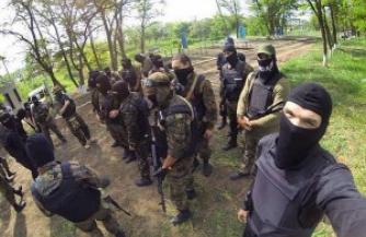"Бандиты из ""Азова"" избавляют от украинского патриотизма"